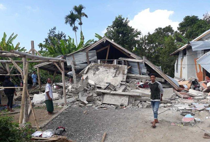 Strong Quake Hits Indonesian Island Killing At Least 14