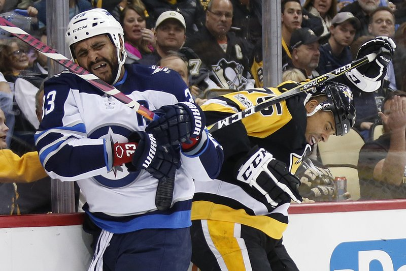 Dustin Byfuglien, Ryan Reaves