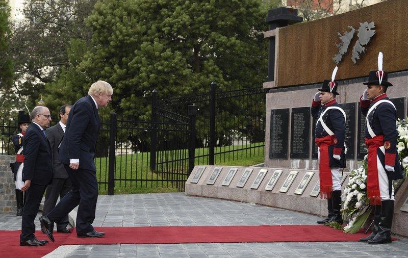 Britain's top diplomat honors Argentines killed in Falklands