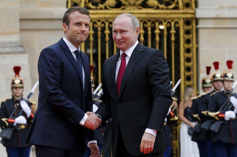 Emmanuel Macron, Vladimir Putin