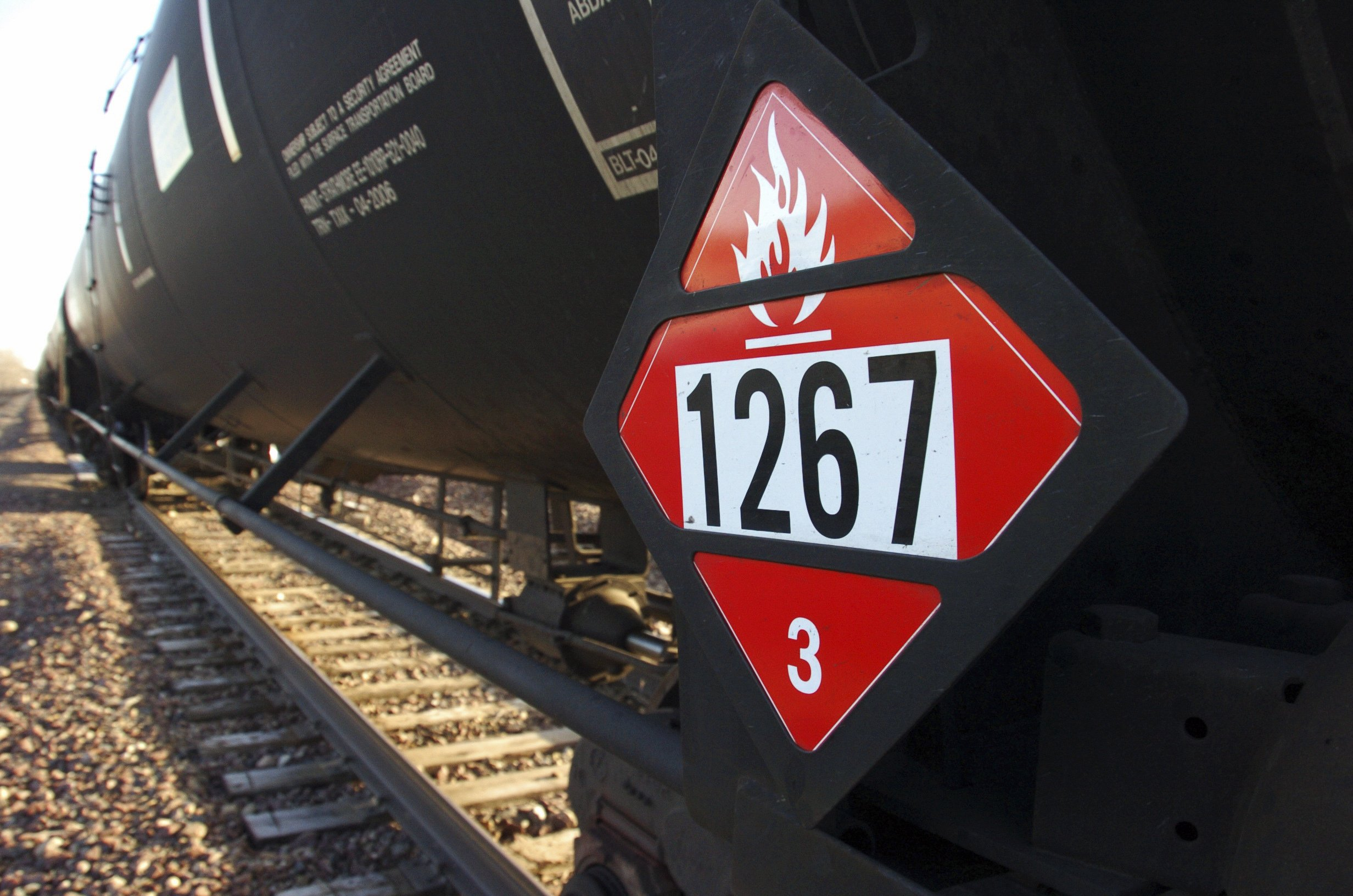 North Dakota, Washington state at odds over oil train rules