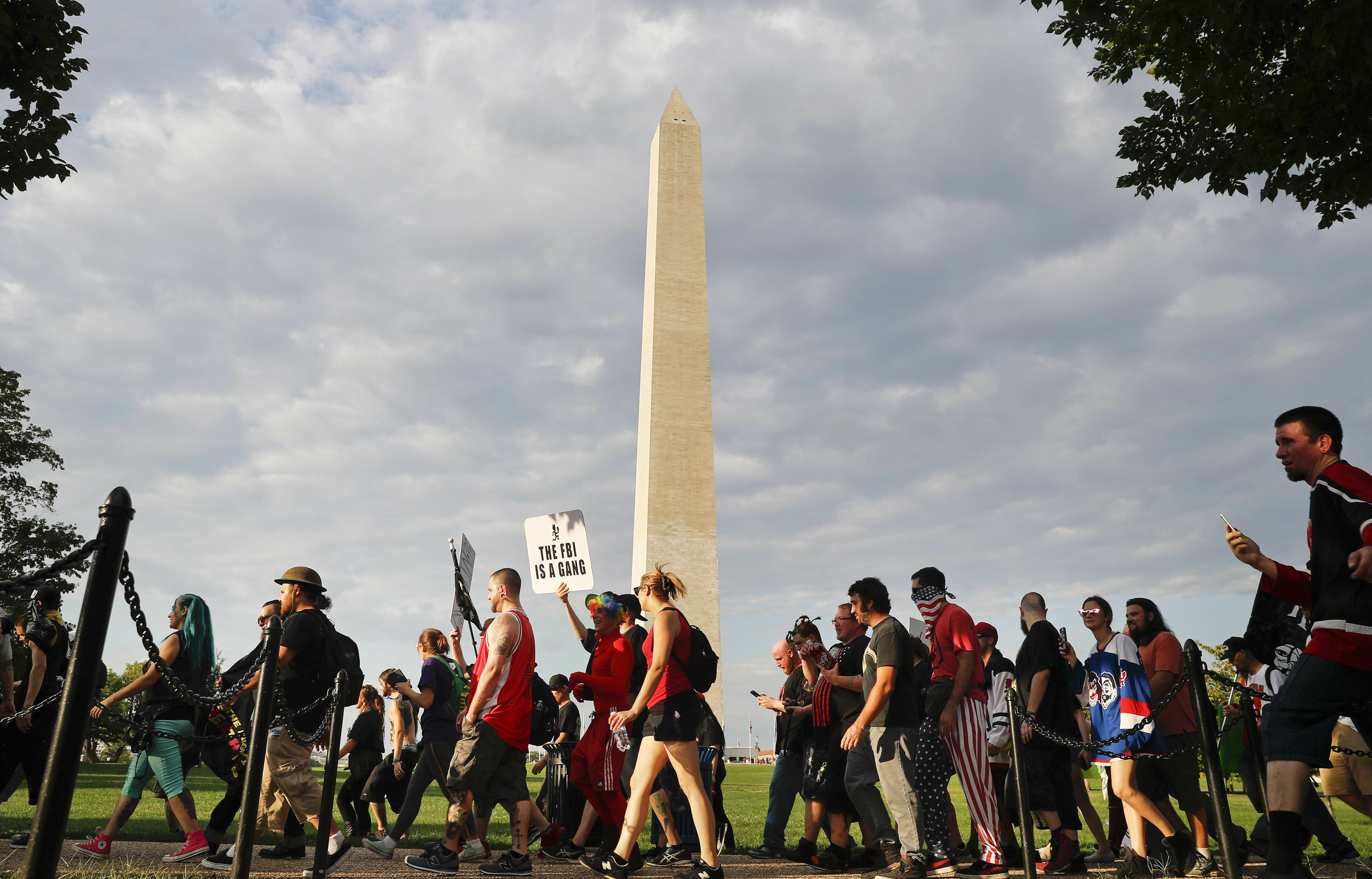 Pro-Trump rally draws hundreds, not thousands to Washington