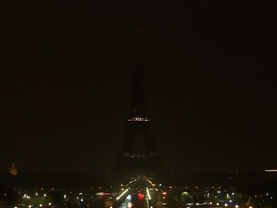 From Paris to NY, Tributes for Vegas Victims