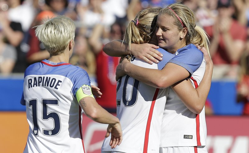 Allie Long, Megan Rapinoe, Lindsey Horan