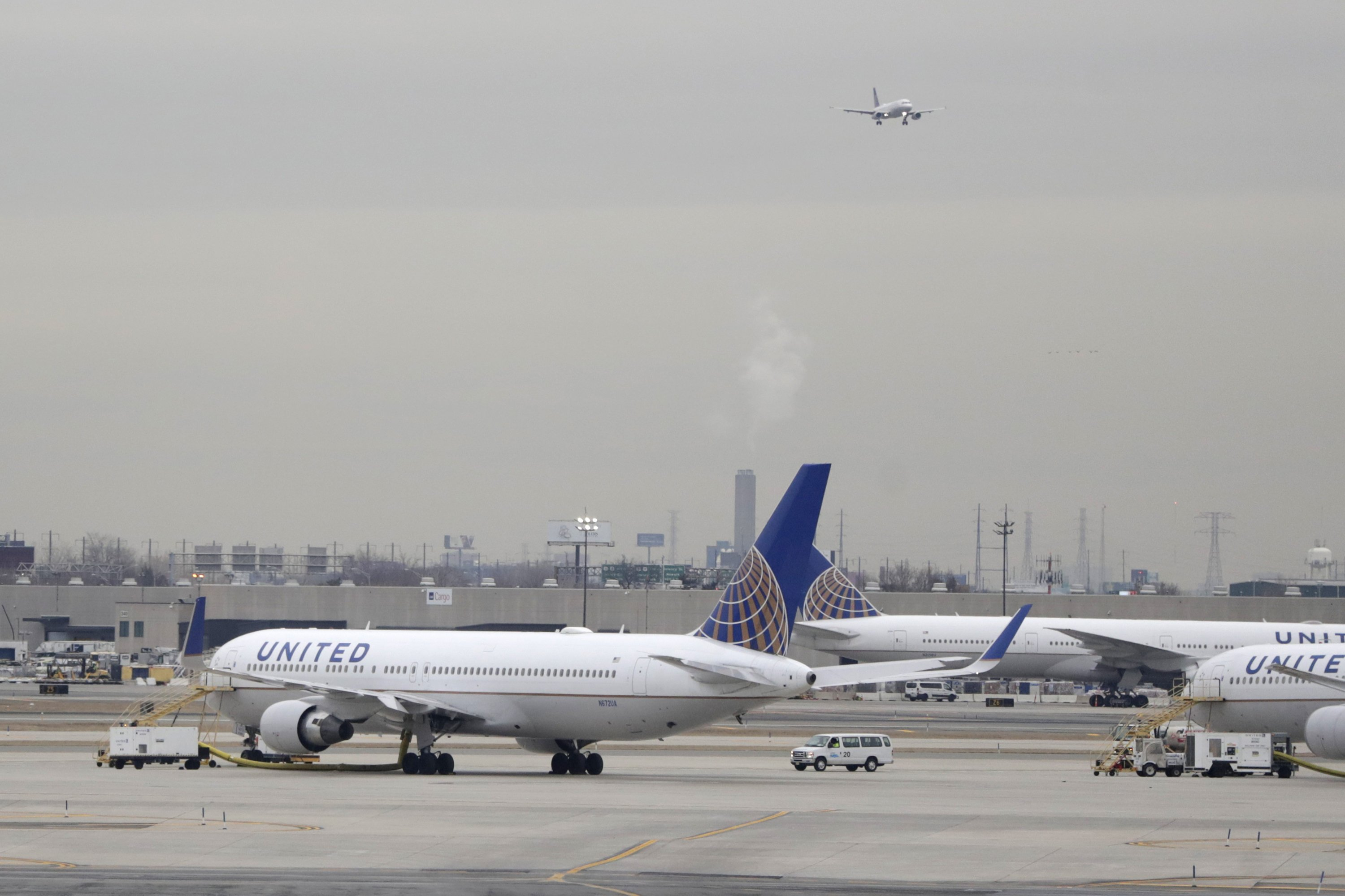 UNITED to pursue high-fare travelers with more premium seats... thumbnail