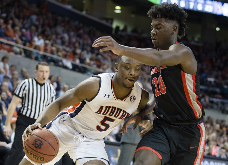 Brown Scores 28 No 17 Auburn Rallies To Beat Georgia