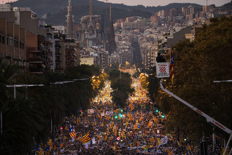 Huge rally in Barcelona demands jailed separatists' release