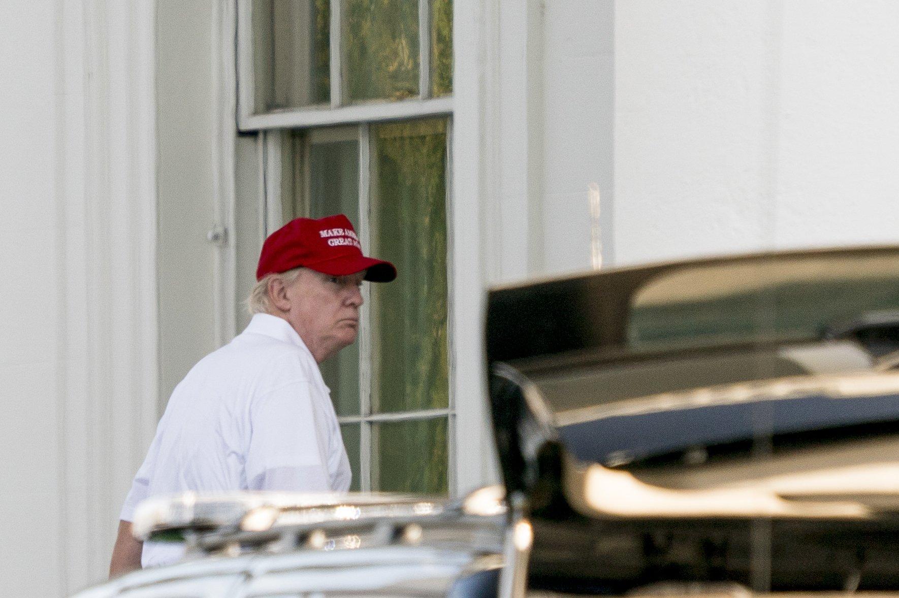 Trump tweets that 401(k) tax incentives 'safe' in tax plan