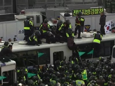 Raw: Protesters Clash With Police After Park Removed