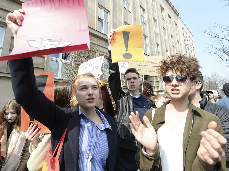 School exams given in Poland as teachers' strike drags on