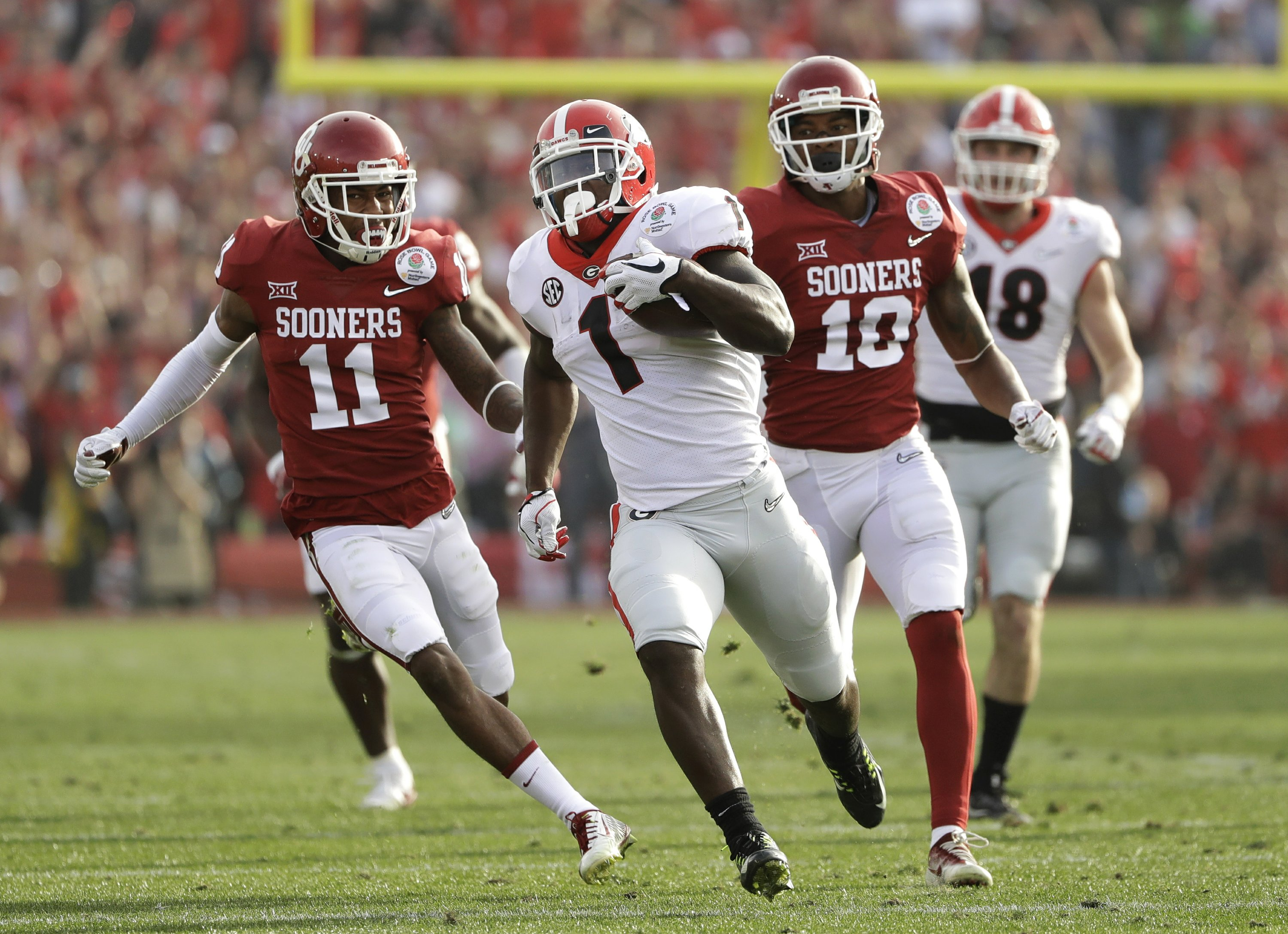 The Latest: Georgia within 31-24 of Oklahoma at Rose Bowl