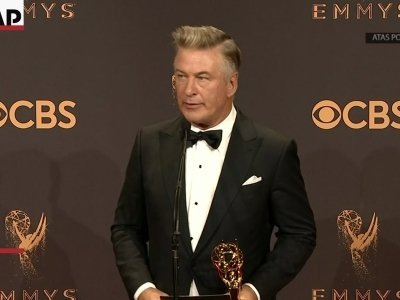 'SNL' stars Baldwin and McKinnon react to their Emmy wins