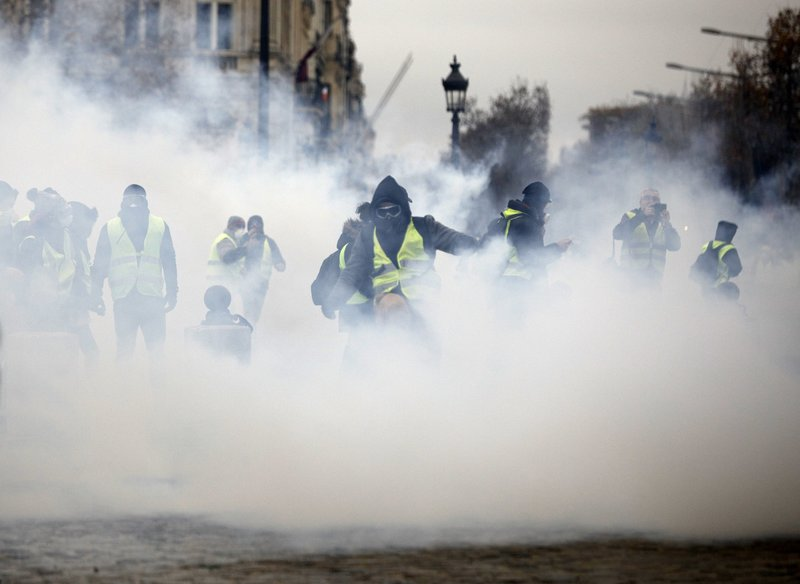 Worst Riot In A Decade Engulfs Paris Macron Vows Action