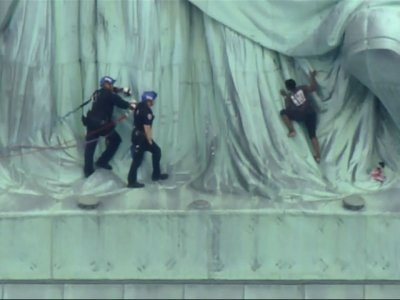 Protest Climber Removed From Statue of Liberty