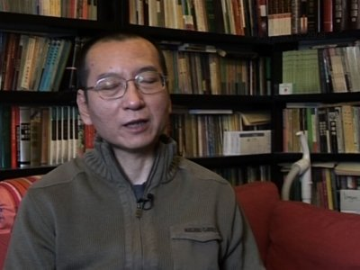 Liu Xiaobo, who was awarded the 2010 Nobel Peace Prize while imprisoned for advocating democracy and human rights in China, has died at the age of 61. (July 13)