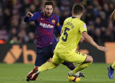 16ab9574eb6 Barcelona retakes lead of Spanish league after Sevilla slips