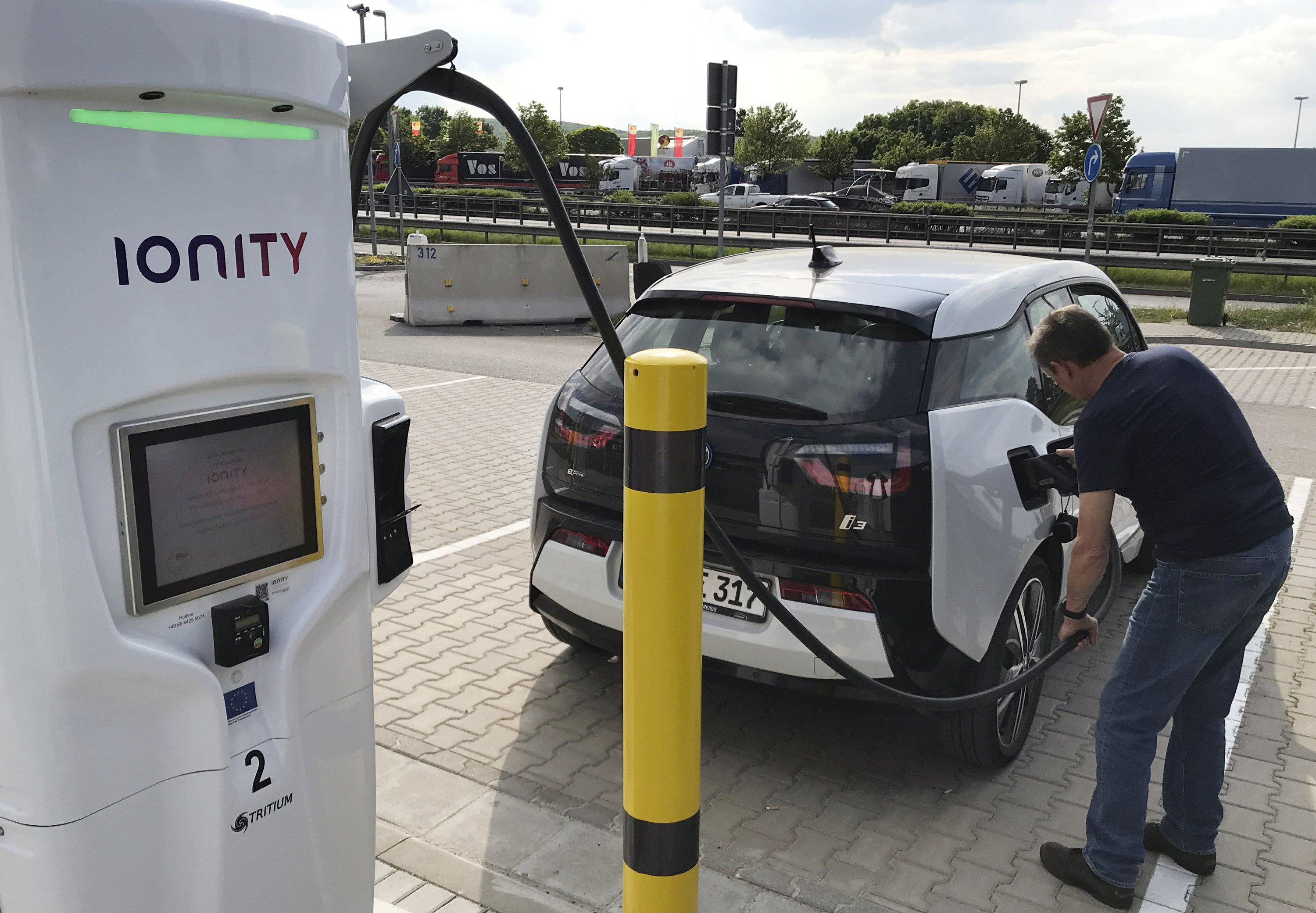 Race is on to set up Europe's electric car charging network