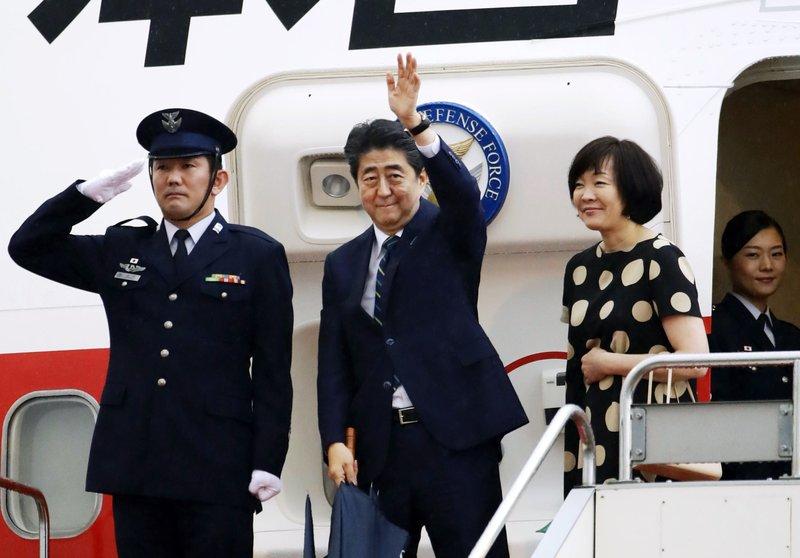 Shinzo Abe, Akie Abe