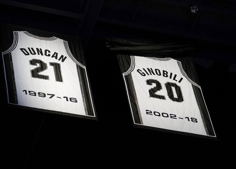 68613437c9a DeRozan leads Spurs past Cavs as team honors Ginobili