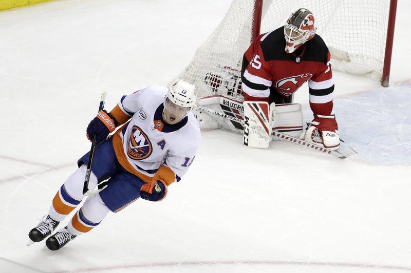 ac6e9dc9c66 Bailey scores only SO goal, Islanders beat Devils 2-1