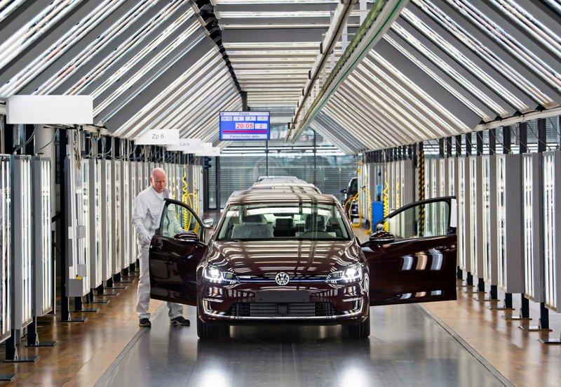 Car In German >> Volkswagen To Devote 3 German Plants To Electric Car Push