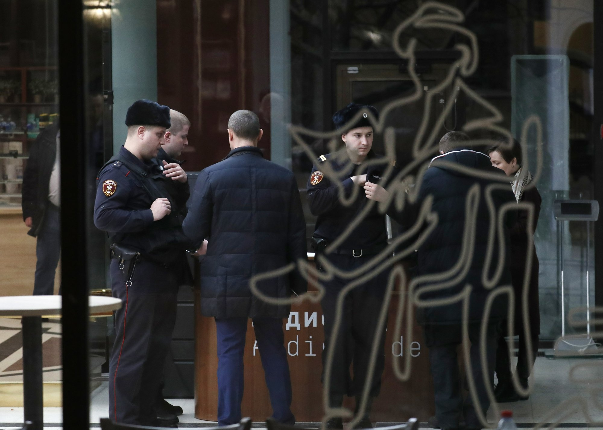 Painting stolen from Moscow gallery as witnesses watch