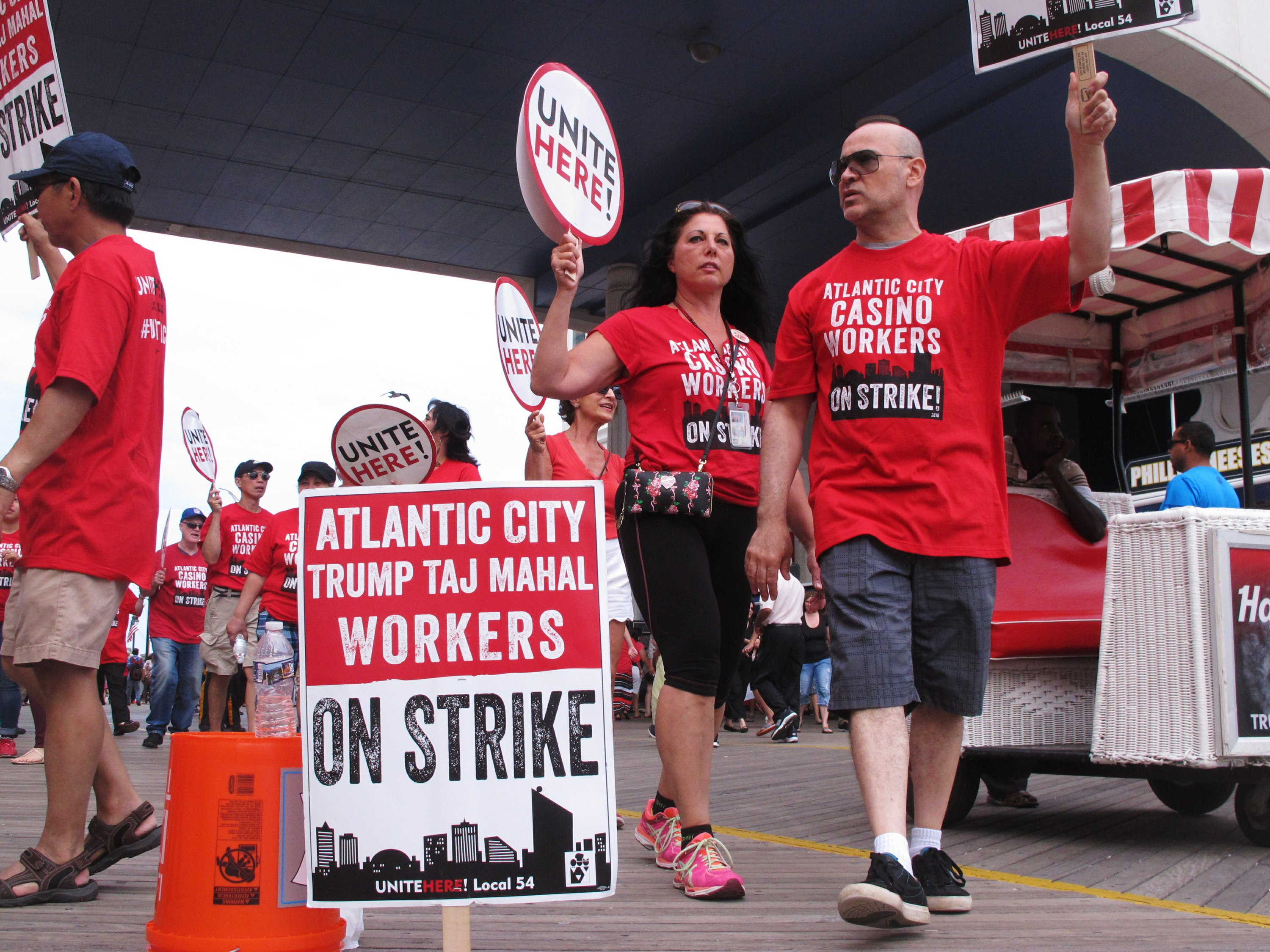 Pickets, but no deal, in Atlantic City casino strike