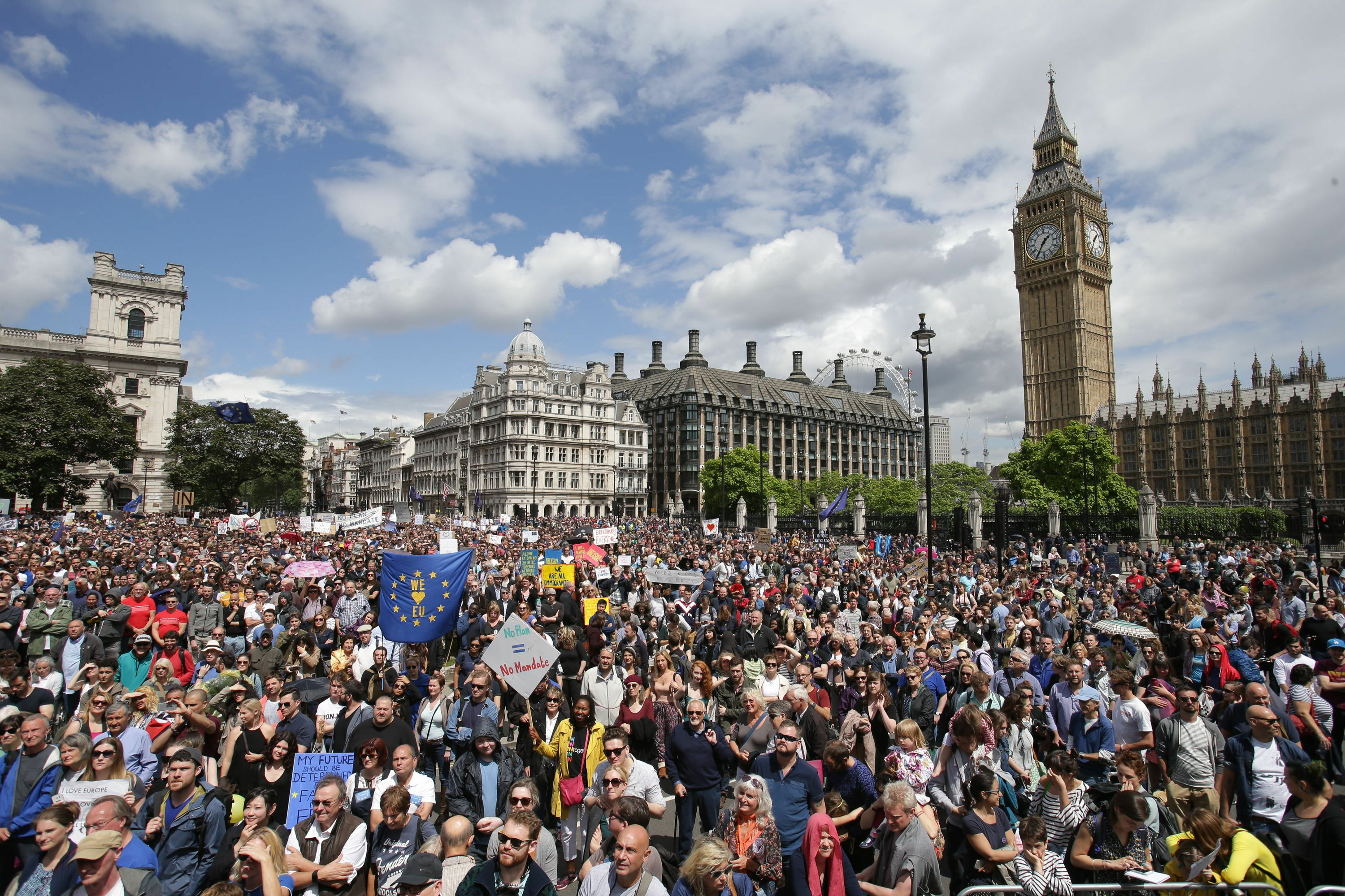 EU supporters parade through London in 'March for Europe'