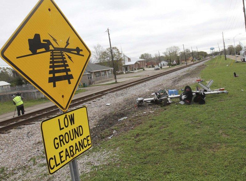 NTSB: Failure to fix rail crossing led to fatal bus crash