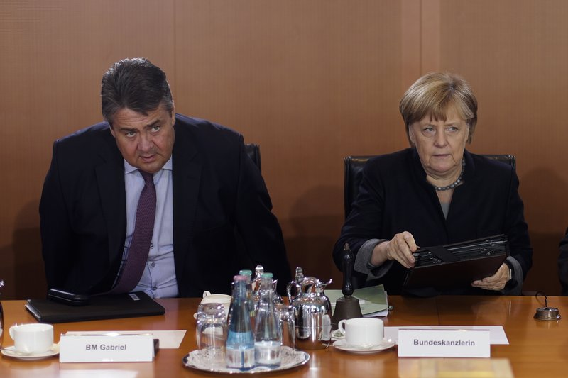 German government raises 2016, cuts 2017 growth outlook