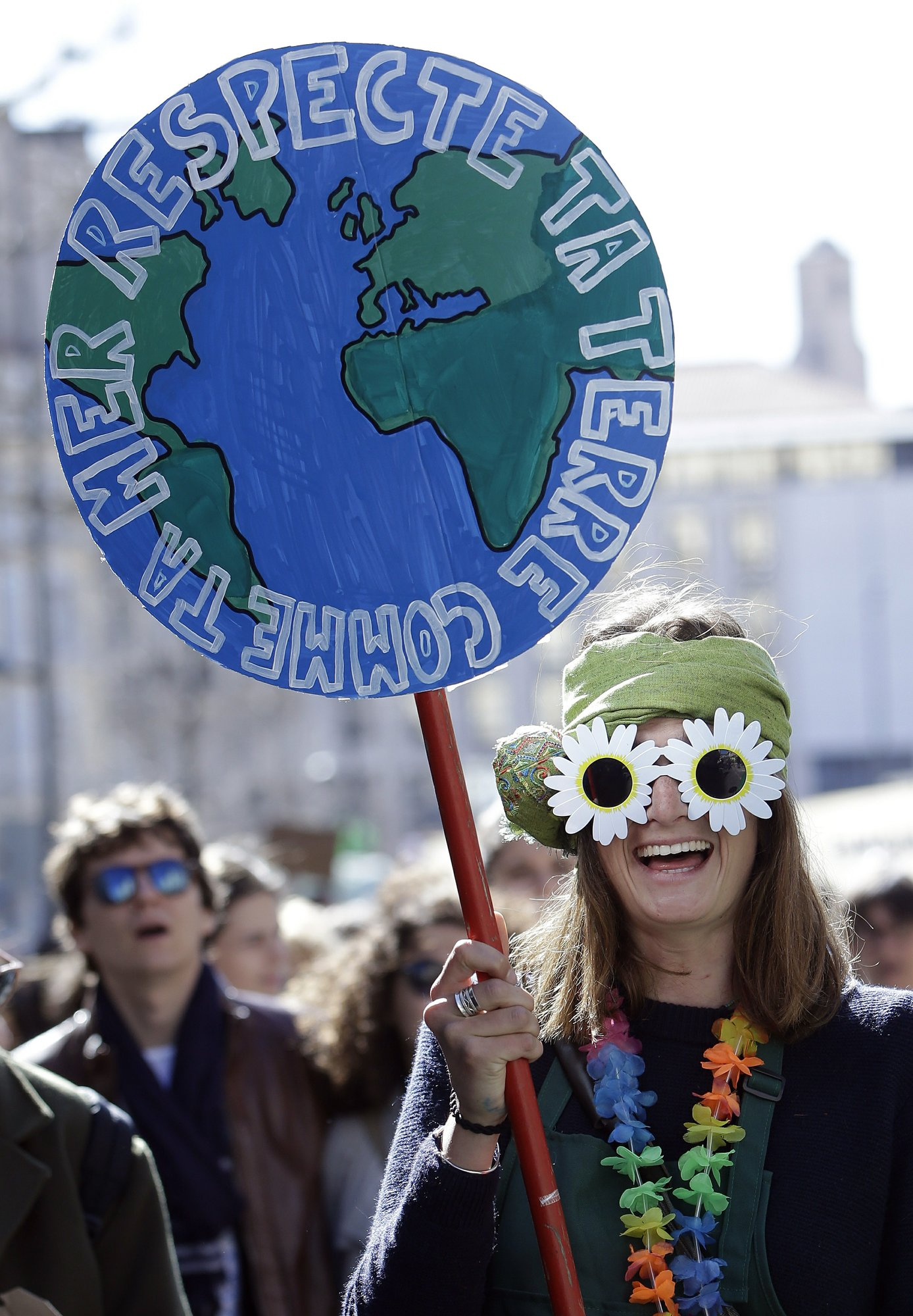 Climate protests: First the students, now adults in France