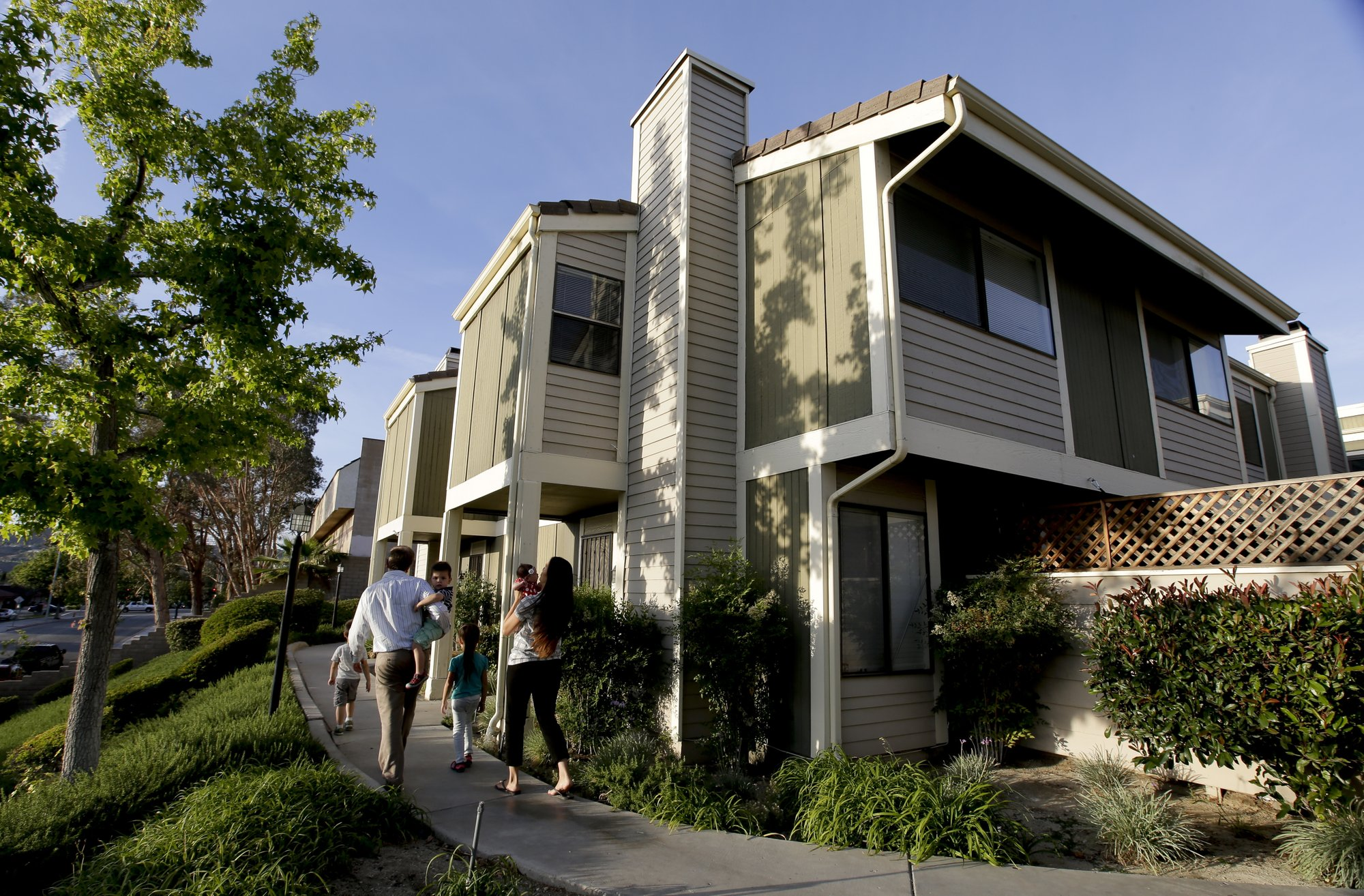 Average US 30-year mortgage rate slips to 3.94 percent