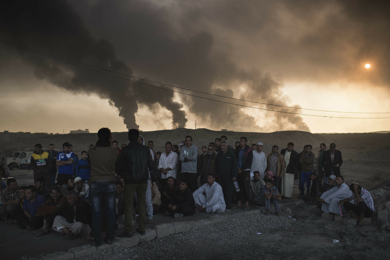 Human shields, barricades slow Iraqi advance into Mosul