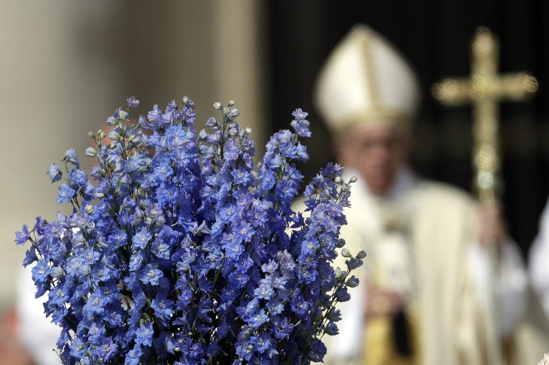 Pope decries 'vile' attack on Syrians in Easter address