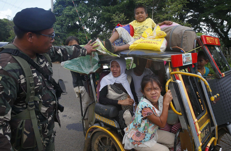 Philippines official: Terror suspect still in besieged city