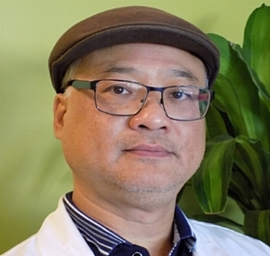 chicago acupuncturist long huynh in chinatown nam bac hang