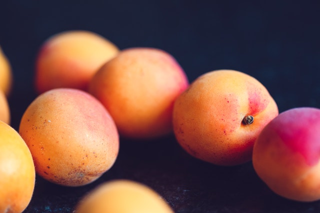 Peaches and many fruits are able to moisten the body.