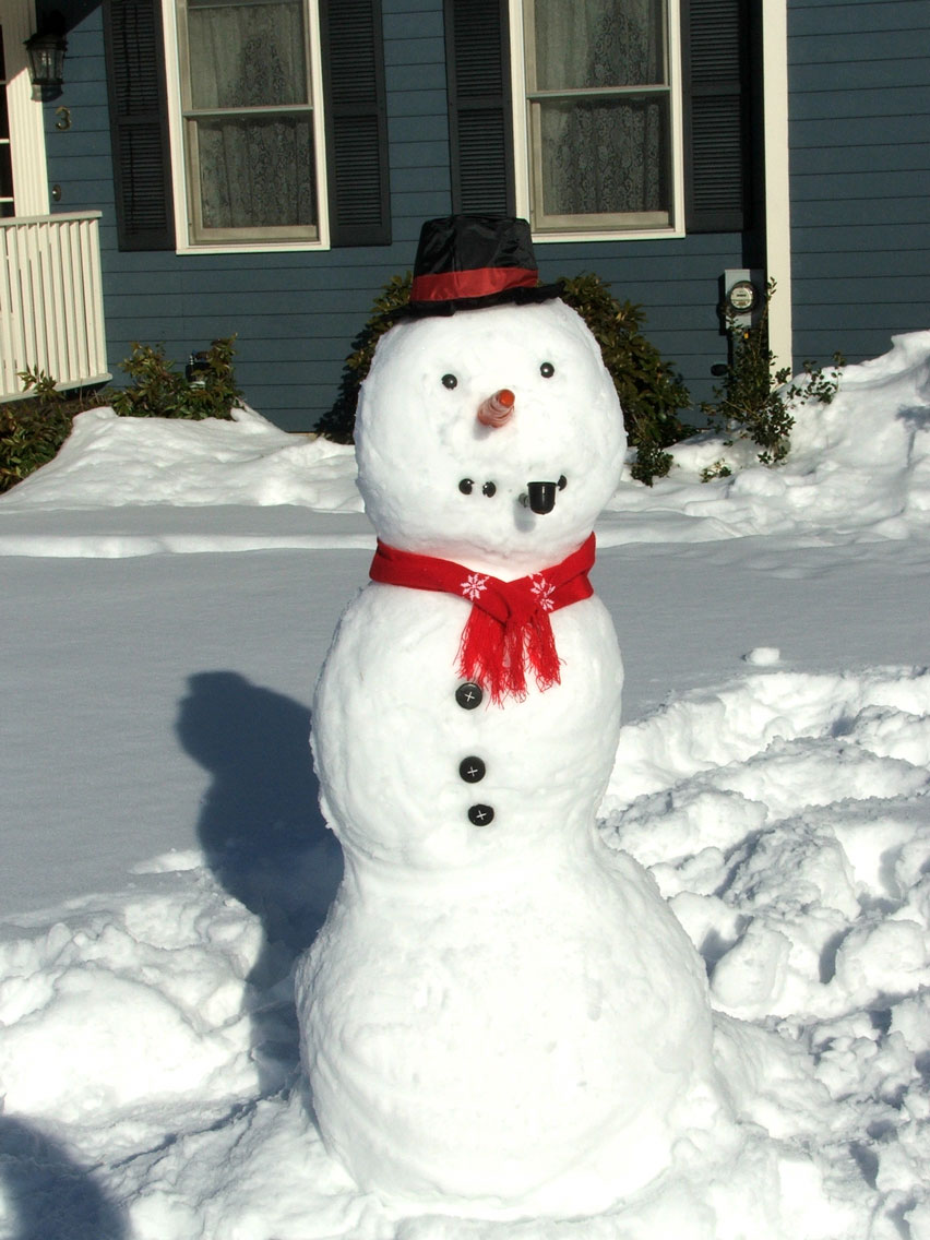 Get creative and put the things that are lying around to a good use when making a snowman