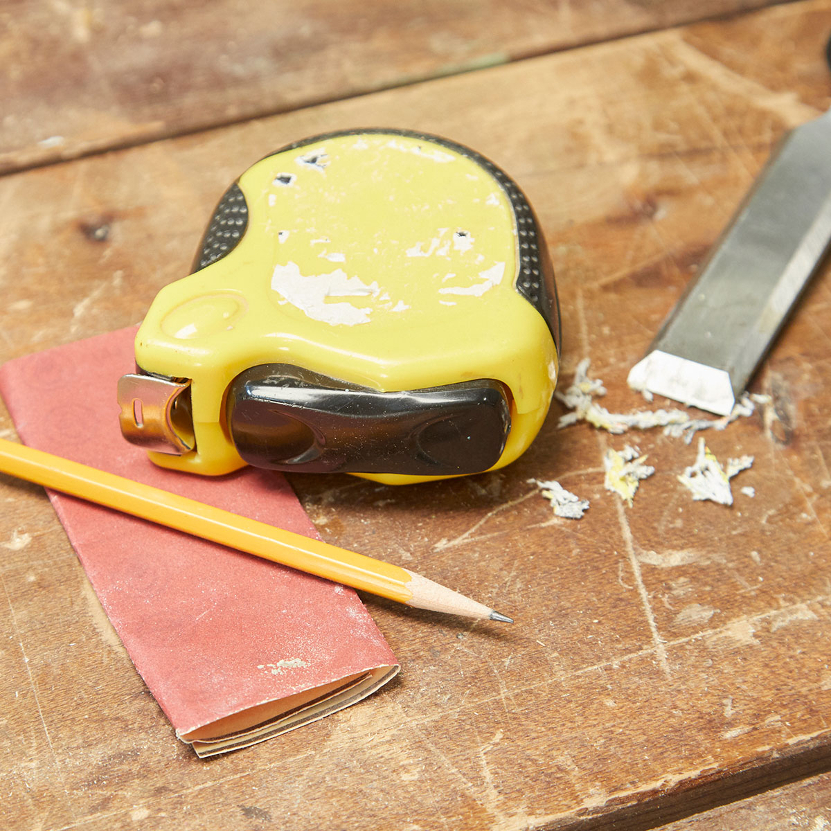 How to Turn the Side of Your Tape Measure Into a Reusable Notepad