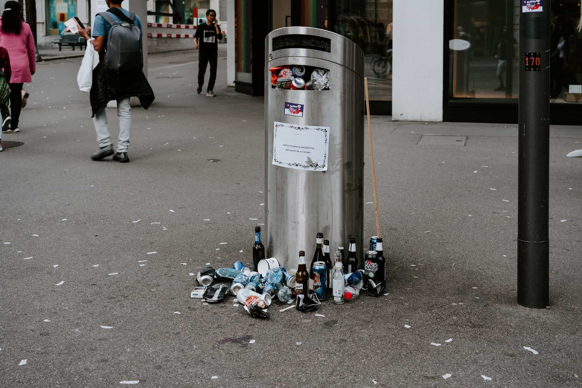 overfilled bin in the city of Zurich
