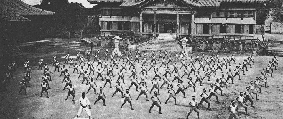 Karate-do clássico, mas com os pés no futuro!