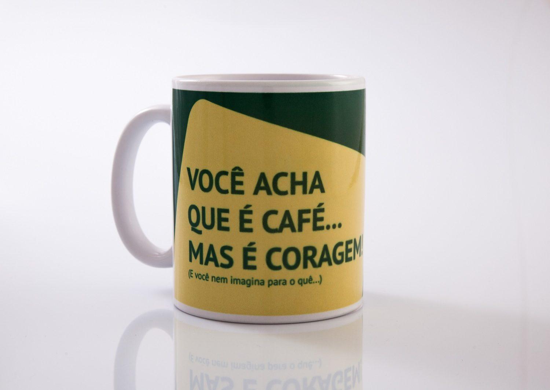 Caneca Você acha que é Café, mas é Coragem - AlamparinA