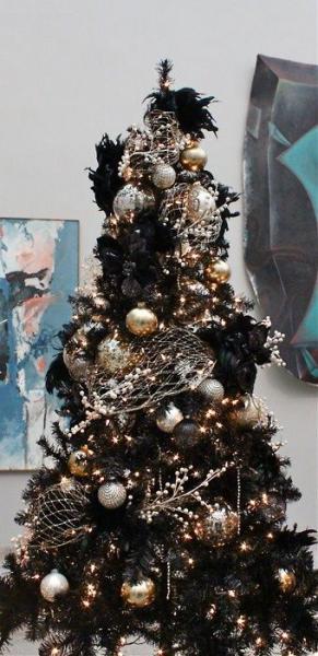 Albero Di Natale Nero Con Decorazioni Oro E Argento D Ispirazione Gotica
