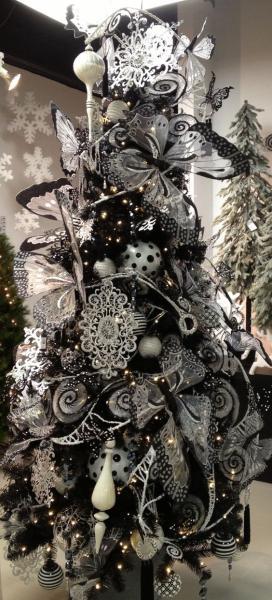 Albero Di Natale Nero Con Farfalle Palline E Decorazioni Bianche E Nere