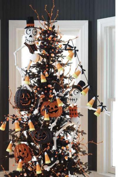 Albero Di Natale Nero Con Zucche Arancio Nere E Decori Bianchi In Stile Halloween