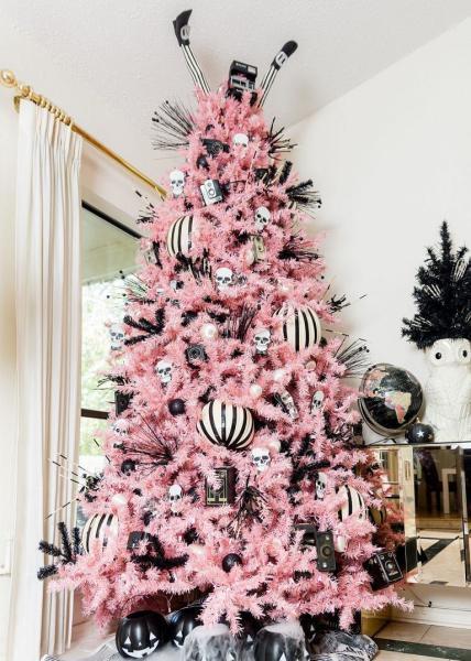 Albero Di Natale Nero E Rosa In Versione Halloween