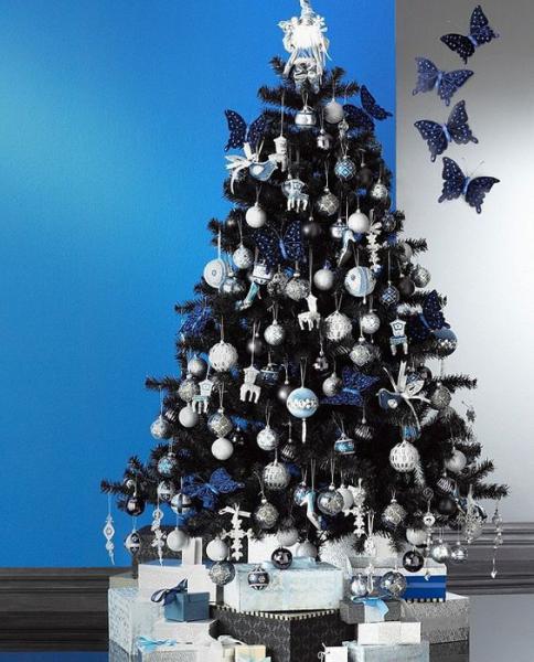 Albero Di Natale Nero Con Decorazioni Argento E Azzurre