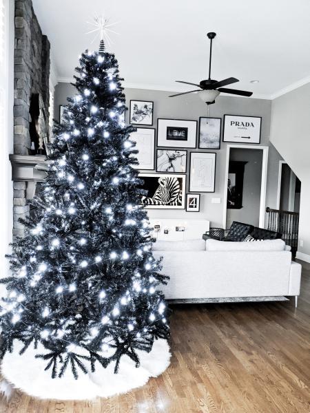 Albero Nero Di Natale Moderno Con Luci E Gonna Pelo Bianco
