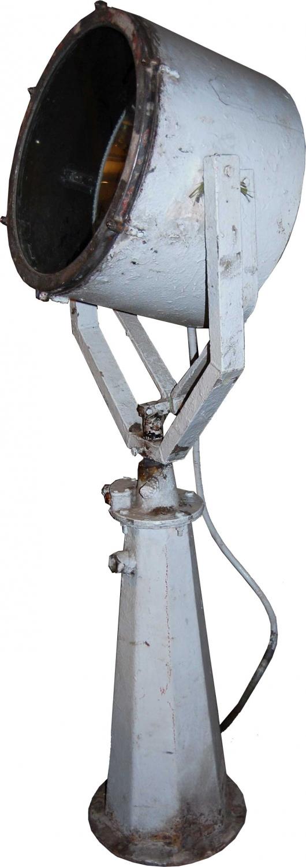 TRADEMARK LIVING gulvlampe - gr jern, gammel skibsprojektrlampe