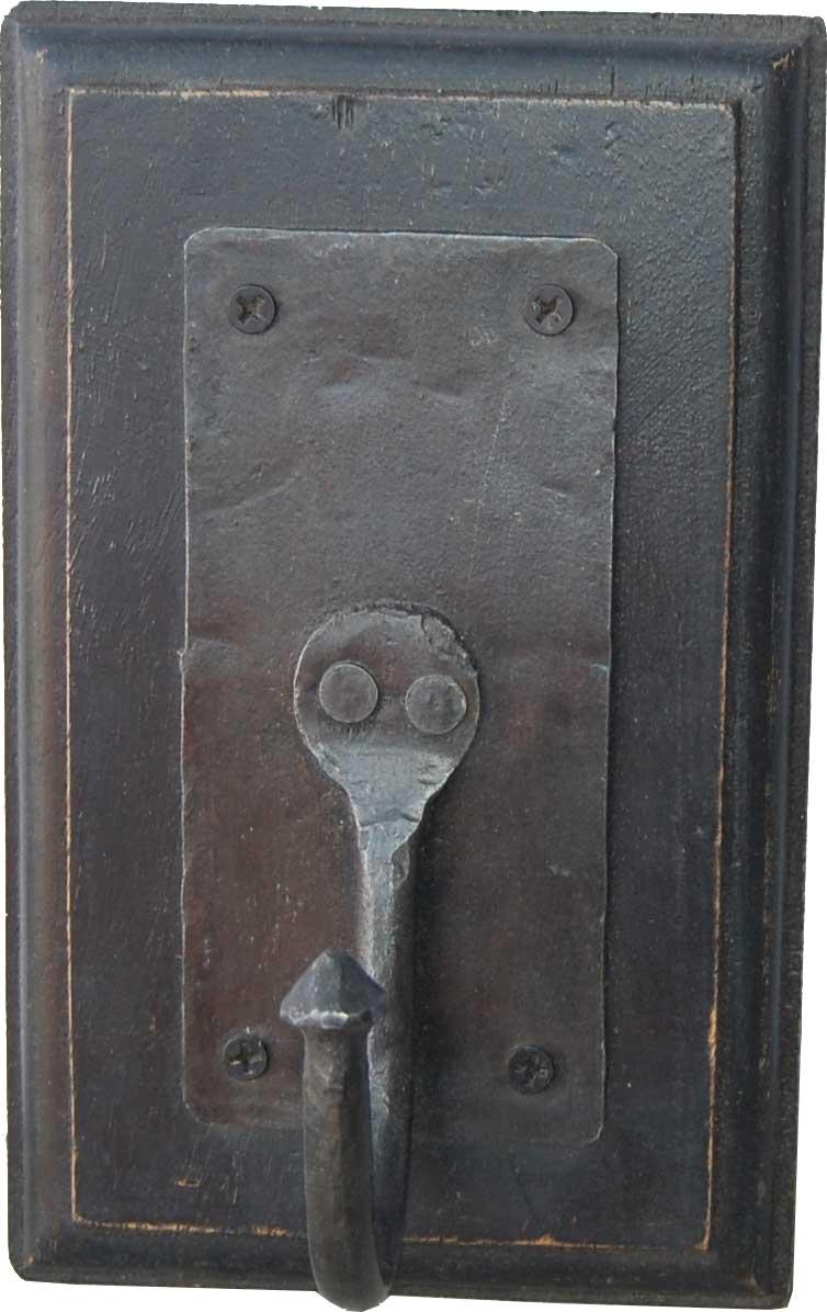 TRADEMARK LIVING knage - antik sort tr og jern, m. udskringer, 1 knage